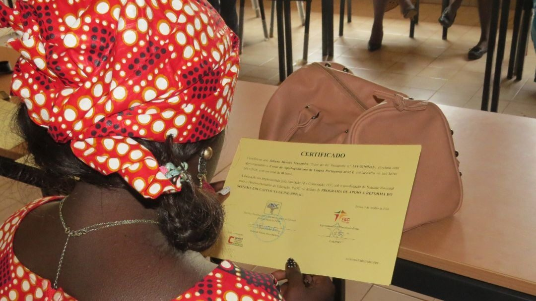 Entrega de Certificados de Formações FEC na Guiné-Bissau