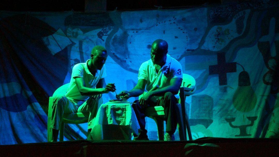 """""""Vida di Mindjer"""": Uma noite de teatro em Bissau sobre direitos das mulheres"""