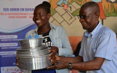 Projeto Ser Jovem em Xipamanine entrega kits de autoemprego a jovens em Maputo
