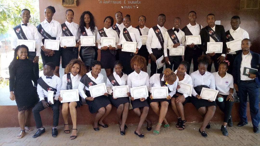 Beneficiários do projeto Ser Jovem em Xipamanine concluem cursos profissionais