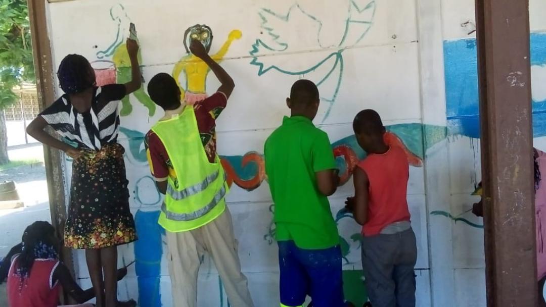Raízes e Cultura: Pintura de murais em Escolas de Maputo