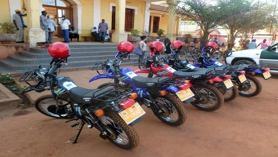 Entrega de motorizadas à Conservatória de Gabú vai facilitar o registo civil da população